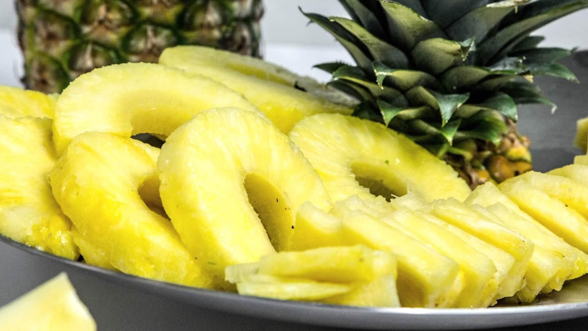 Composizioni Facili Di Frutta come tagliare l'ananas